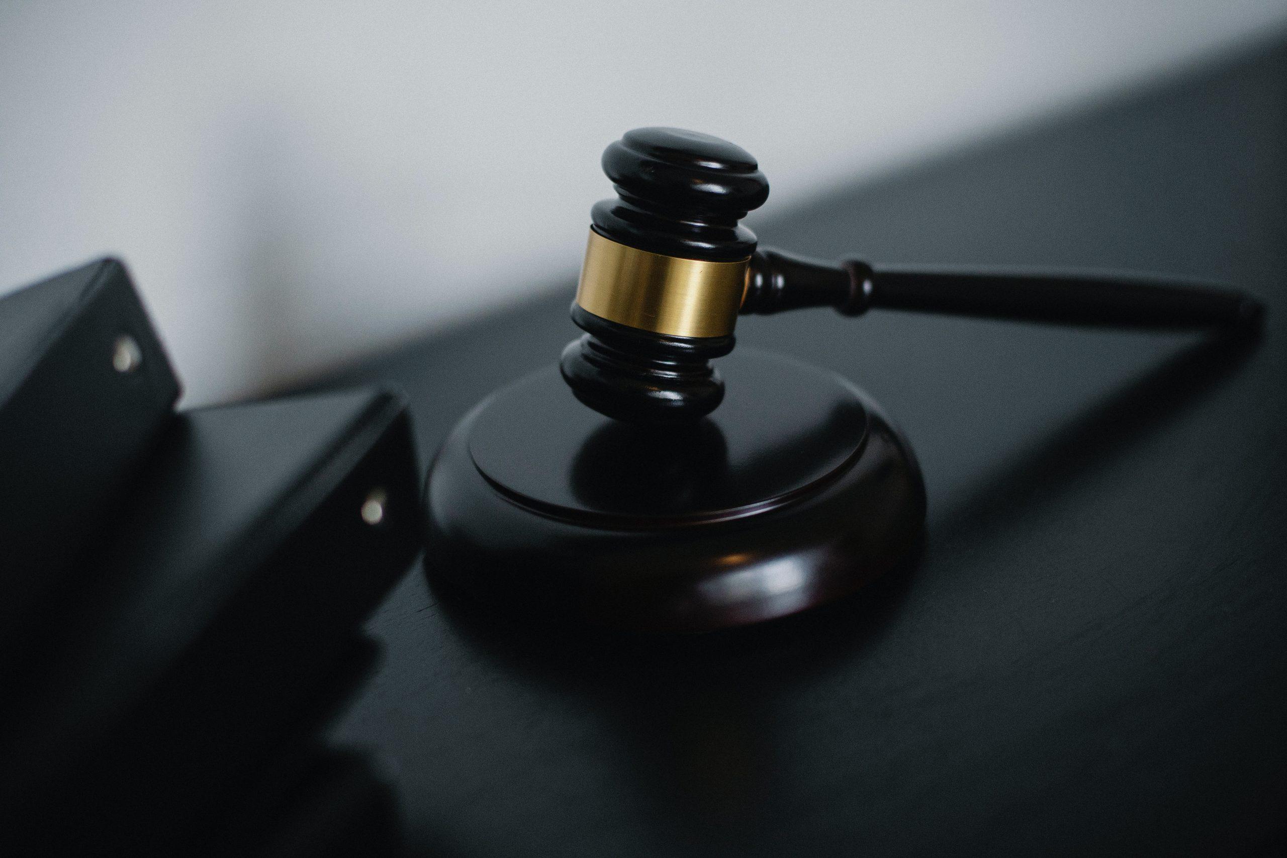 Falta reiterada de depósitos de FGTS condena empregados por dano moral coletivo